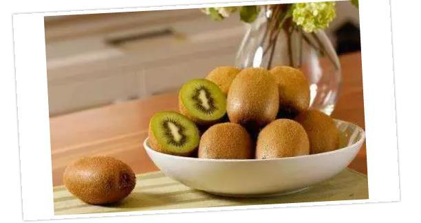 多吃猕猴桃有利于把毒素排出体外,从而减肥!